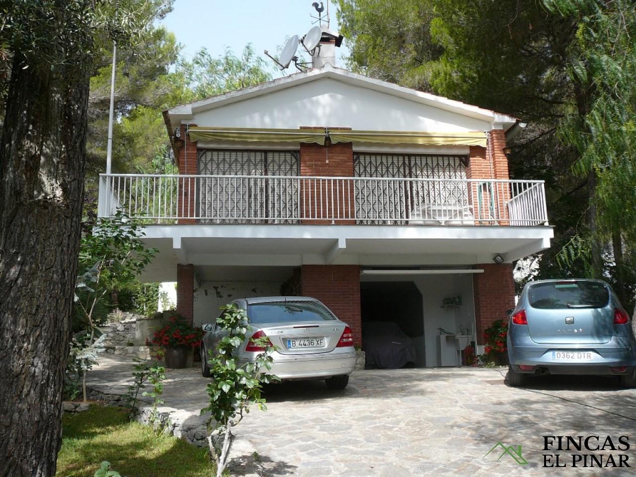Casa con piscina y gran jardin en alquiler olivella pisos for Alquiler de casas con piscina